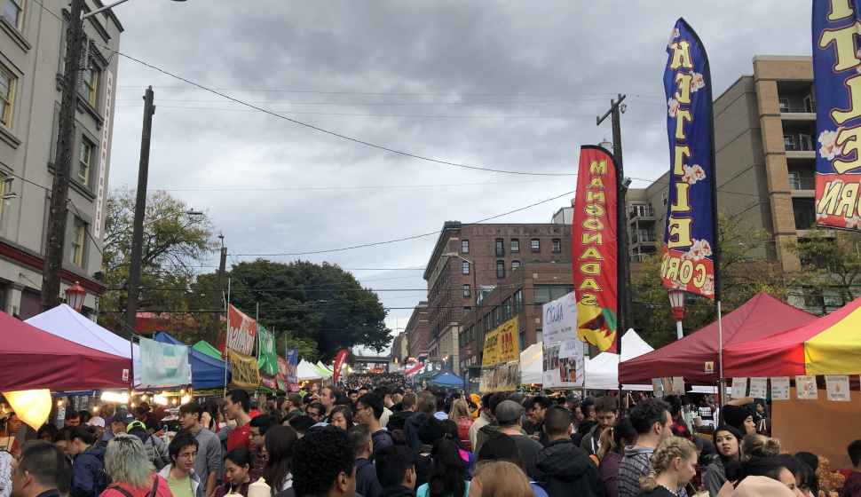 night market along s king st