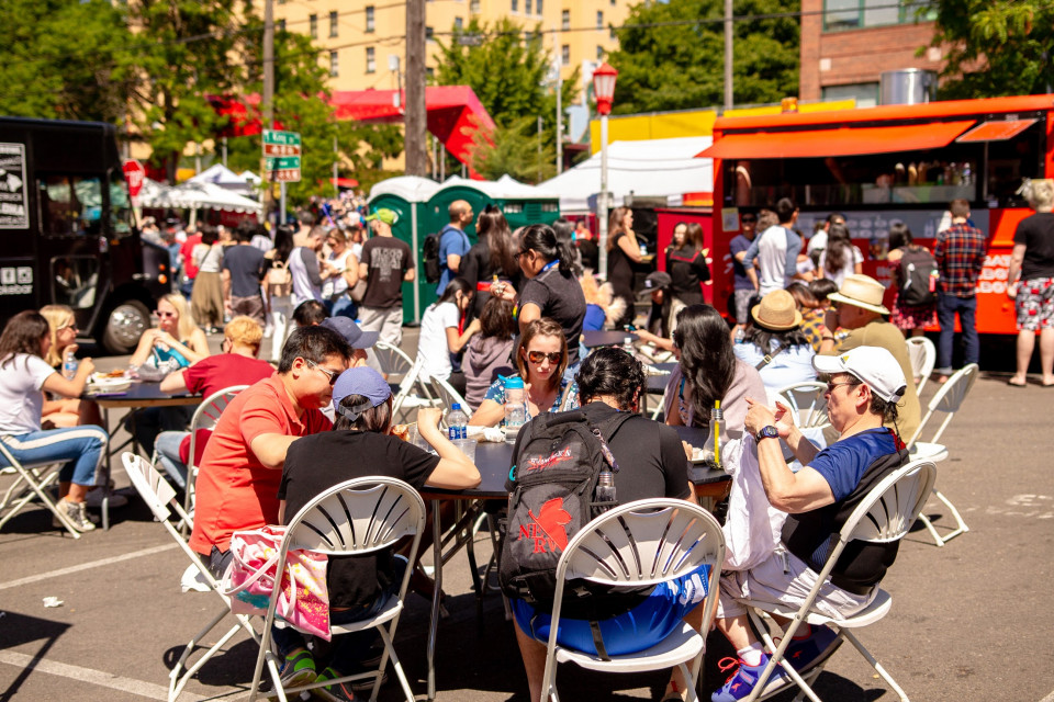 people eating at dragon fest 2019